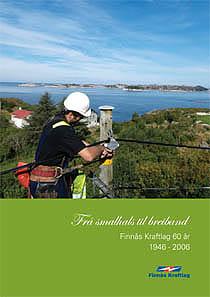 Forside av 60 års jubileums bok som viser kraftlagstilsett øvst i ein stolpe og med utsikt utover havet.